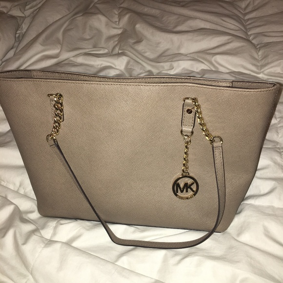Michael Kors Handbags - Michael Kors Tan Purse